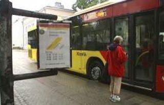 İsveç'in bu bölgesinde otobüs ve tren bir...