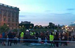 İsveç'te Gösteri Yapan Sığınmacı Çocuklara...
