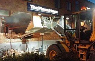 İsveç'te hırsızlar duvarı yıktı