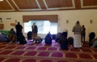 İsveç'te kundaklanan cami yeniden ibadete açıldı