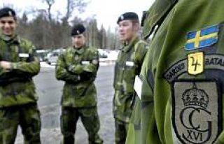 İsveç'te askerlik erkek ve kadınlara mecburi...