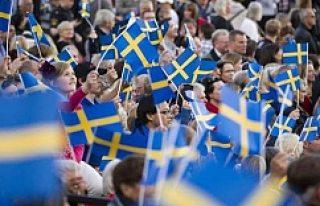 İsveç'te Milli Bayram'a asker, Suriyelilerden...