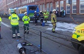 İsveç'te tren otobüse çarptı korku dolu...