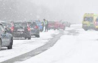 İsveç'te zincirleme trafik kazası: 27 araç...