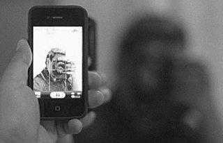 İsveçli papazın Cep Telefonu Çalan Hırsız, Selfie(...