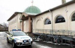 İsveç'te cami ve mescitlere saldırılar korkutuyor...VİDEO
