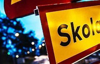 İsveç'te öğrencinin boğazını kesti!