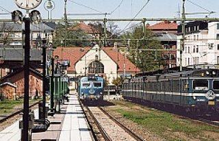 İsveç'te yük treni raydan çıktı yürekler ağza...