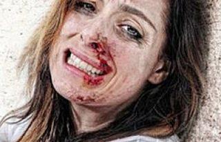 Kadın, kadını sokak ortasında feci şekilde dövdü...VİDEO