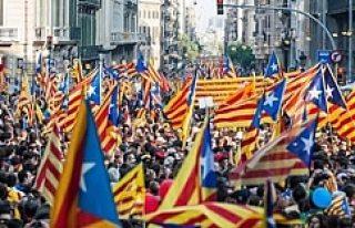 Katalonya İspanya'dan ayrılmanın ilk adımını...