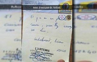 Kebabcının yazdığı not o ülkede paylaşım rekoru...