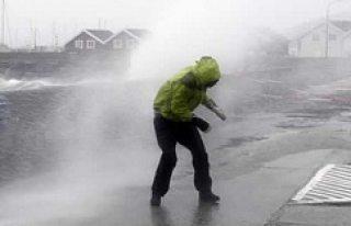 Korkunç fırtınalar hayatı felç etmeye devam ediyor!