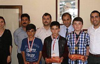 Kulu'da Başarılı Öğrenciler ödüllendirildi