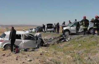 Kulu'da iki otomobil kafa kafaya çarpıştı:...