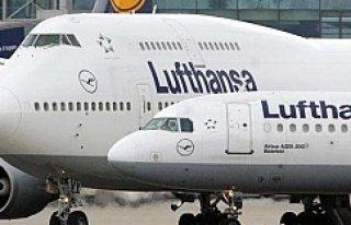 Lufthansa'dan İsveçli aileye rötarlı uçuş...