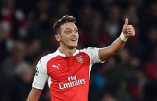 Mesut Özil, İsveç'ten nişanlanıyor...