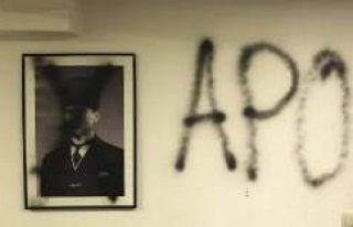 Münihte PKK'lılar Atatürk fotoğraflarını...