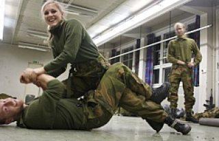 Terörden korkan Norveç, kadınları askere çağırdı