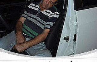 Sarhoş sürücü yolun ortasında sızdı