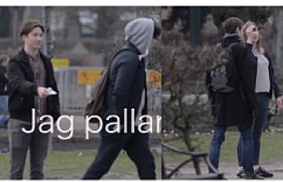 Sokakta karşılıksız 100 kron verdi, kimse almadı...VİDEO