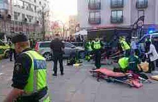 Stockholm'de polis arabası öğrencileri ezdi