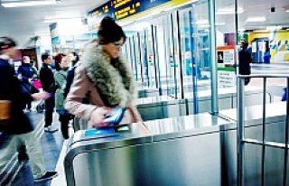 Stockholm Metrosunda bakın bilet kontrolünü kim...
