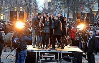 Stockholm'de dostluk eylemine Gül Alıcı'nın...