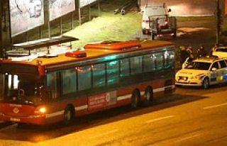 Stockholm'de otobüs şoförünü boynundan bıçakladılar!