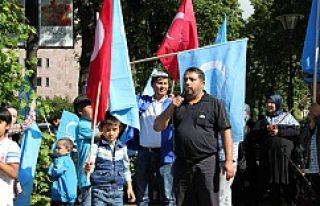 Uygur Türkleri göz göre göre ölüme gönderilmesi,...