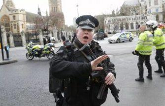İngiltere'de 'Koronavirüs hastasıyım' deyip polise tüküren adama hapis cezası