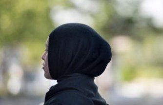 İsveç'te başörtülü kadına ırkçı davranışta bulunan eczacı hakim karşısında