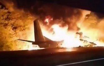 Ukrayna'da askeri uçak düştü, 22 kişi hayatını kaybetti