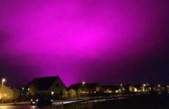 İsveç'te gökyüzü mor renge büründü