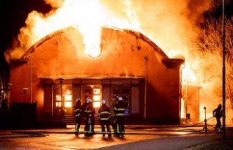 Kral ve Olof Palme'nin de eğitim aldığı okul yanarak kül oldu