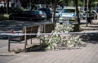 Polis, Sollentuna'da beşinci katın balkonundan düşen kadının olayını araştırıyor