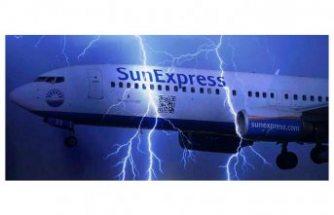 SunExpress uçağına yıldırım düştü