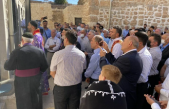 İsveç'ten giden Süryaniler Midyat'ta 30 yıl sonra papaz törenine katıldı