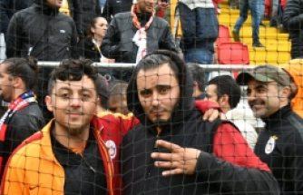 İsveç'te Galatasaray taraftarının maç öncesi röportajları