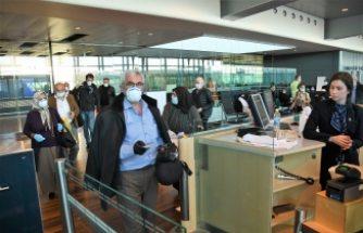 İsveç'te mahsur kalan Türk vatandaşları Türkiye'ye gönderildi