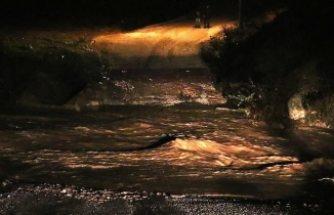 İzmir'i depremden sonra sel felaketi vurdu!