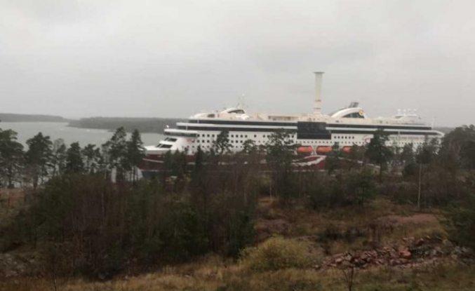 Viking Line Grace karaya oturdu