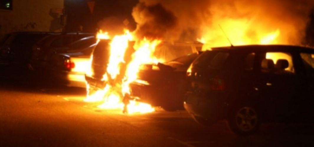 İsveç'te 19 araç kundaklandı