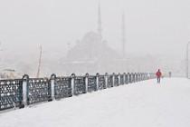 İstanbul kar fırtınasına teslim!