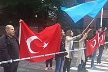 Stockholm'de Türkiye alehine gösteriye gurbetçilerden tepki