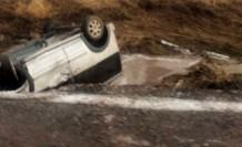 Kulu'da sel suları aracı sürükledi: 5 yaralı