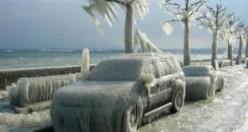 Buz tutan arabalar kış sanatı haline döndüler
