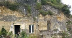 1 Euro'ya aldıkları mağarayı paha biçilemez eve dönüştürdüler