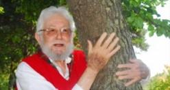 """Nobel ödüllü """"Toprak dede"""" hayatını kaybetti"""