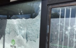 İsveç'in Malmö kentinde Diyanet İşleri Başkanlığına bağlı camiye taşlı saldırı düzenlendi