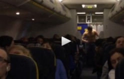 Uçak'ta ''Rambo''laşan yolcuyu zor zapt ettiler...VİDEO